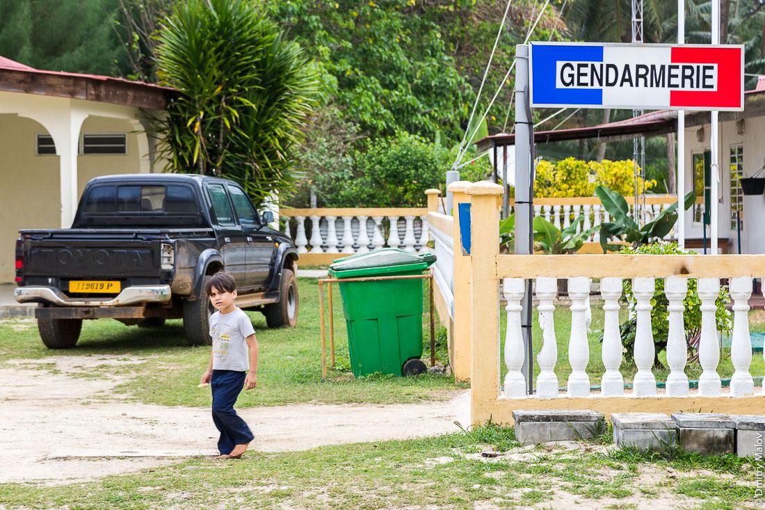 Жандармерия Риматары. Амару, остров Риматара, архипелаг Острал (Тубуаи), Французская Полинезия. Gendarmerie de Rimatara in Amaru village, Rimatara, Austral archipelago (Tubuai), French Polynesia.