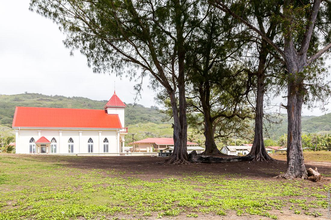 Церковь в Аути (Хаути), остров Руруту, архипелаг Острал (Тубуаи), Французская Полинезия. Church in Auti village, Rurutu, the Austral islands (Tubuai), French Polynesia.
