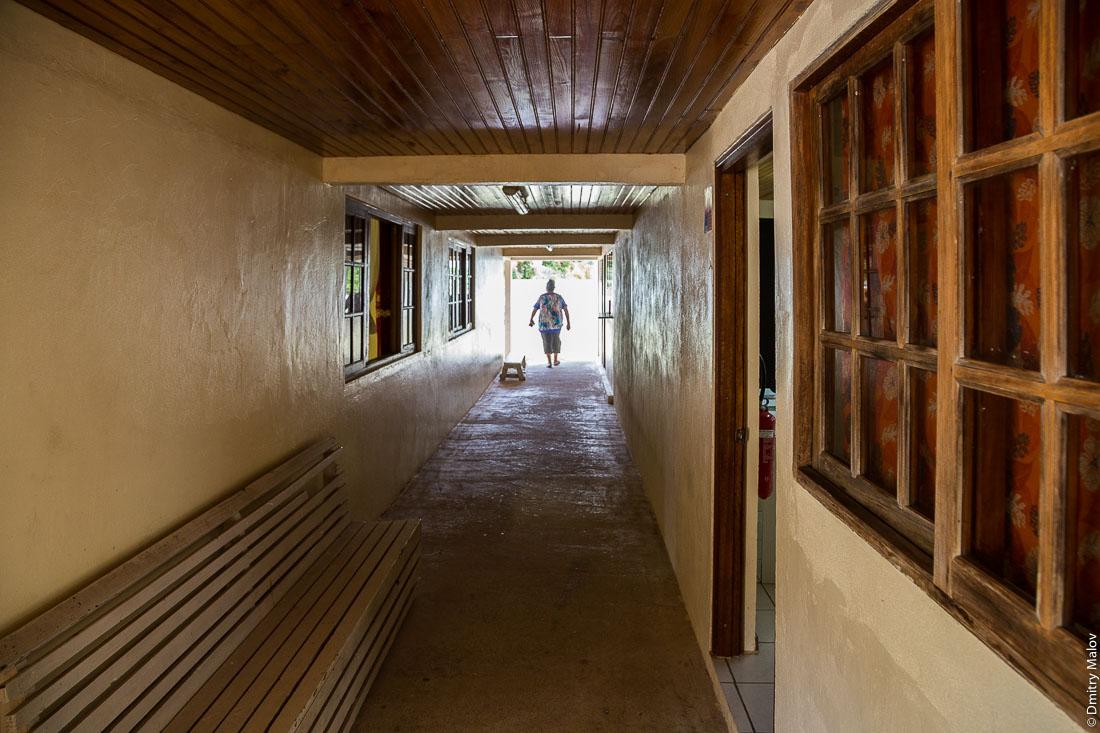 Внутри мэрии Руруту. Деревня Моэраи, остров Руруту, архипелаг Острал (Тубуаи), Французская Полинезия. Moerai, Rurutu, the Austral islands (Tubuai), French Polynesia. At mairie of Rurutu