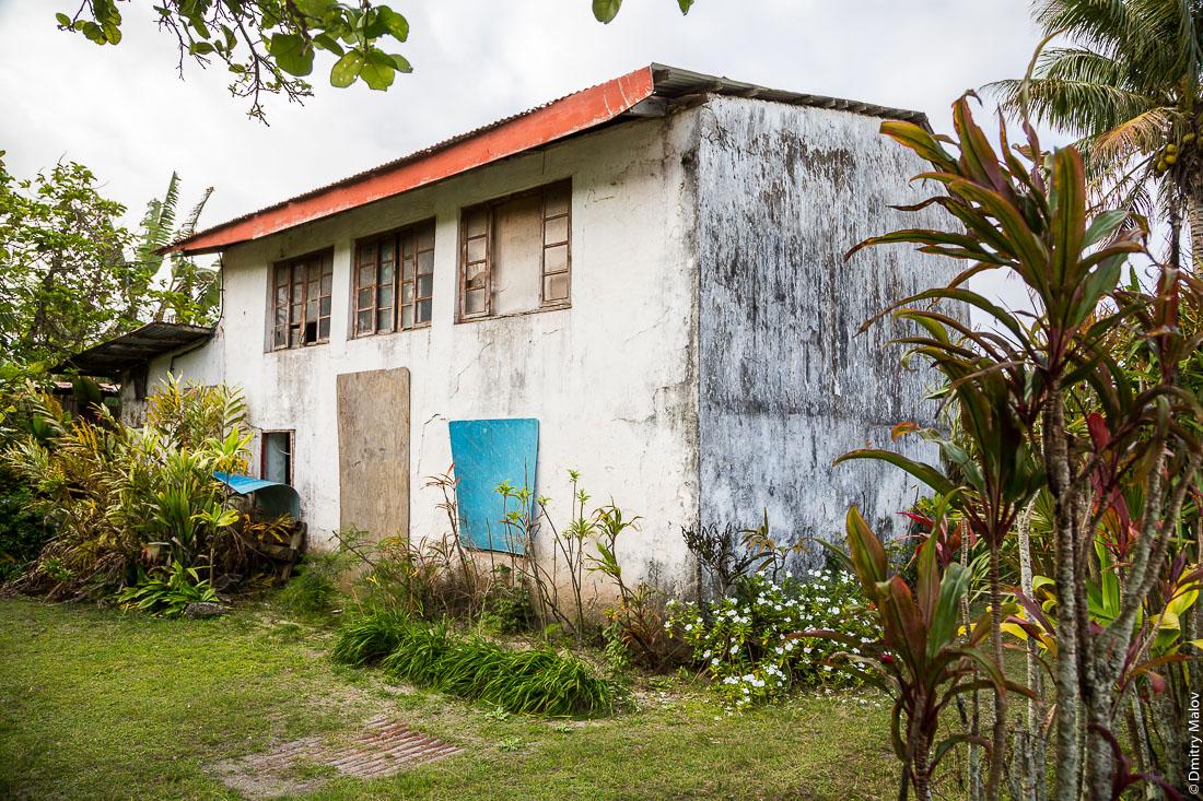 Улицы Моэраи, остров Руруту, архипелаг Острал (Тубуаи), Французская Полинезия. Streets of Moerai, Rurutu, the Austral islands (Tubuai), French Polynesia.
