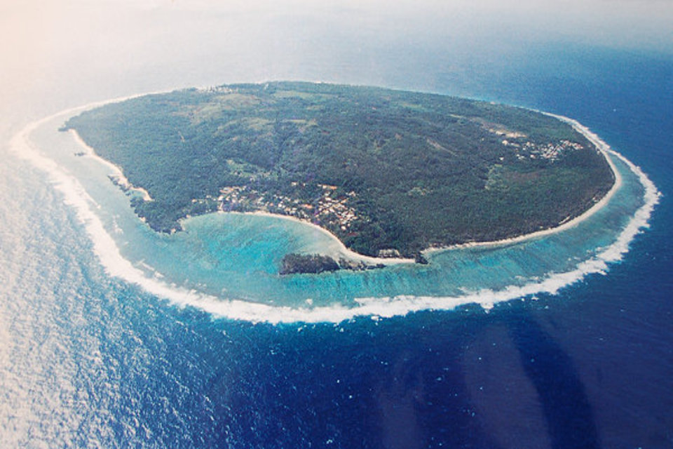 Остров Риматара, архипелаг Острал (Тубуаи), аэрофотосъемка, фото с дрона, Французская Полинезия. Aerial view (drone photo) of Rimatara island, Austral (Tubuai) Islands, French Polynesia.