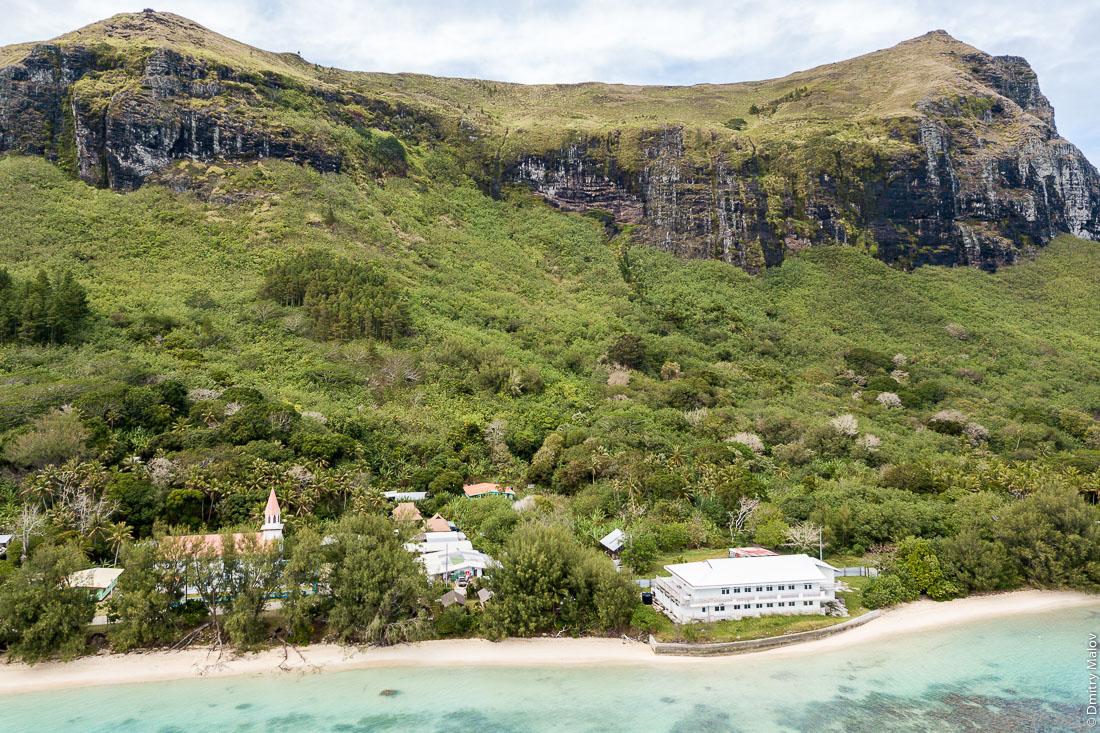 Деревня Анатону, остров Раиваваэ, архипелаг Острал (Тубуаи). Raivavae island, Astral (Tubuai) Islands, French Polynesia. Anatonu village.