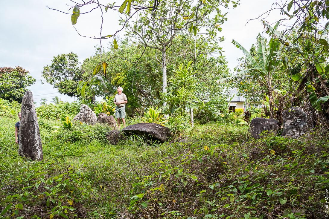 Мараэ Помаовао. Остров Раиваваэ, архипелаг Острал (Тубуаи). Raivavae island, Astral (Tubuai) Islands, French Polynesia. Marae Pomaovao.