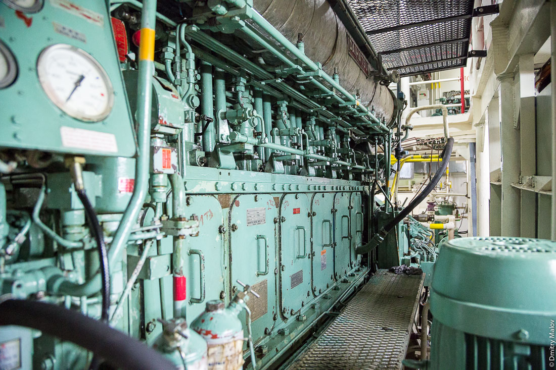 "Внутри корабля Tuhaa Pae IV, Французская Полинезия. Машинное отделение. Inside of the ship Tuhaa Pae IV, French Polynesia. The Engine room."""