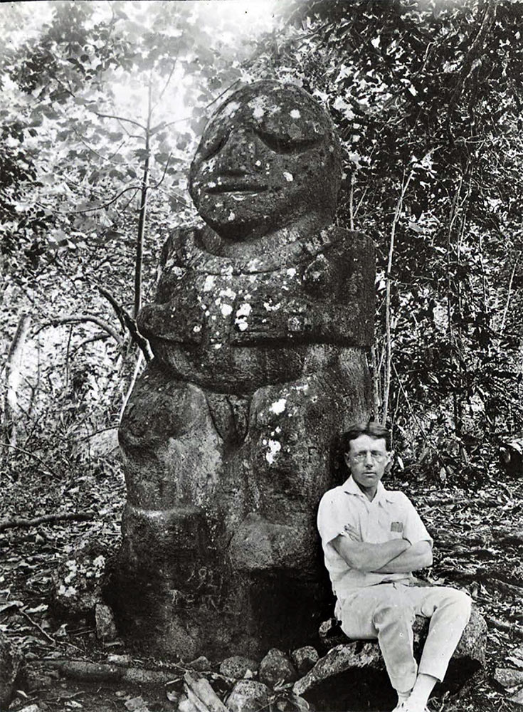 Tiki of Raivavae (Tiʻi One, tiki Moana, old photo. Тики Моана, старое фото). From archaeological expedition led by William Scoresby Routledge and Katherine Maria Routledge, 1921-1923, British Museum