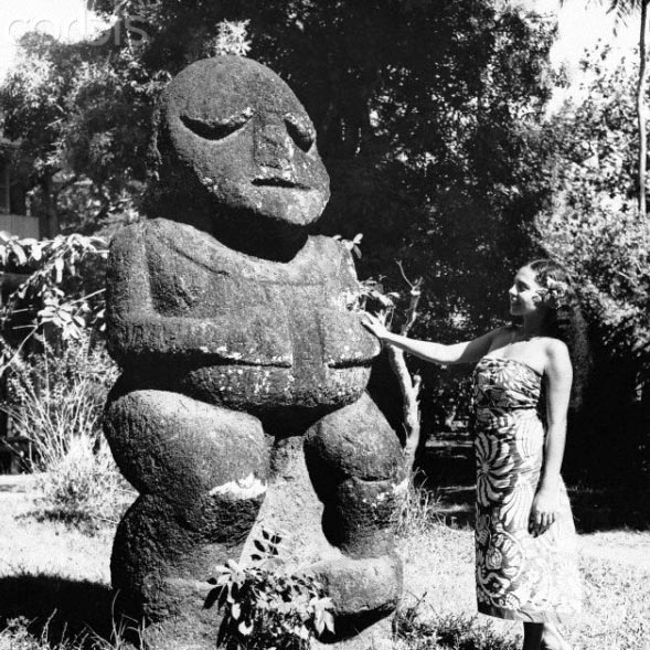 Tiki de Raivavae at the museum of Tahiti in Mamao, Papeete in 1955.