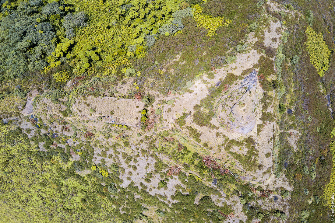 Полинезийский форт Моронго Ута, остров Рапа-Ити, острова Басс, Французская Полинезия. Аэрофотосъёмка с дрона. Pare (Polynesian fort) of Morongo Uta, Rapa-Iti, The Bass Islands, French Polynesia. An aerial drone photo