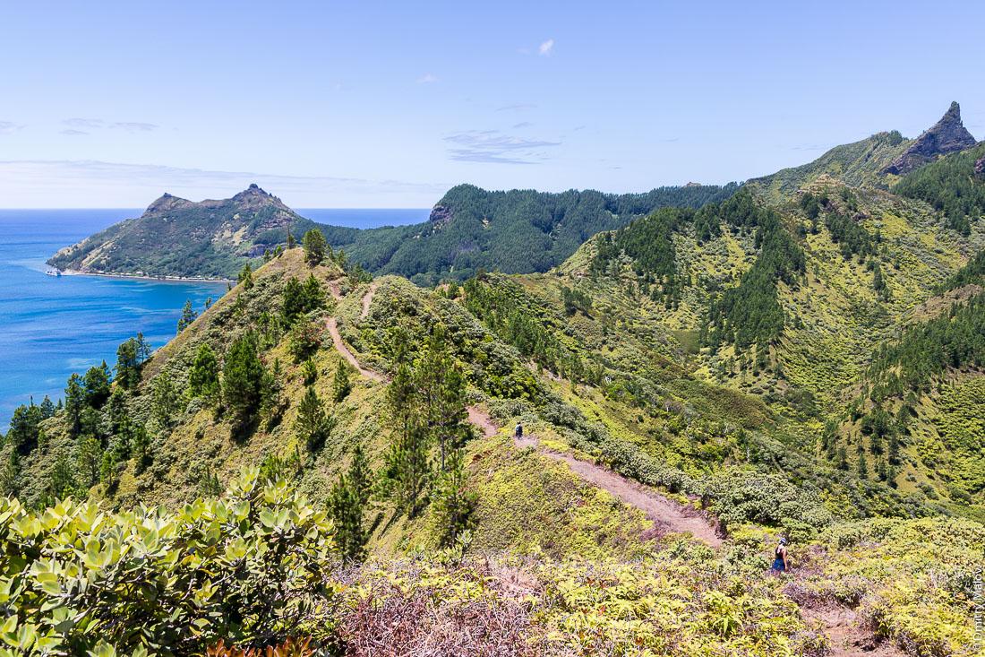 Треккинг до полинезийского форта Моронго Ута, остров Рапа-Ити, острова Басс, Французская Полинезия. Trekking to Morongo Uta, Rapa-Iti, The Bass Islands, French Polynesia.