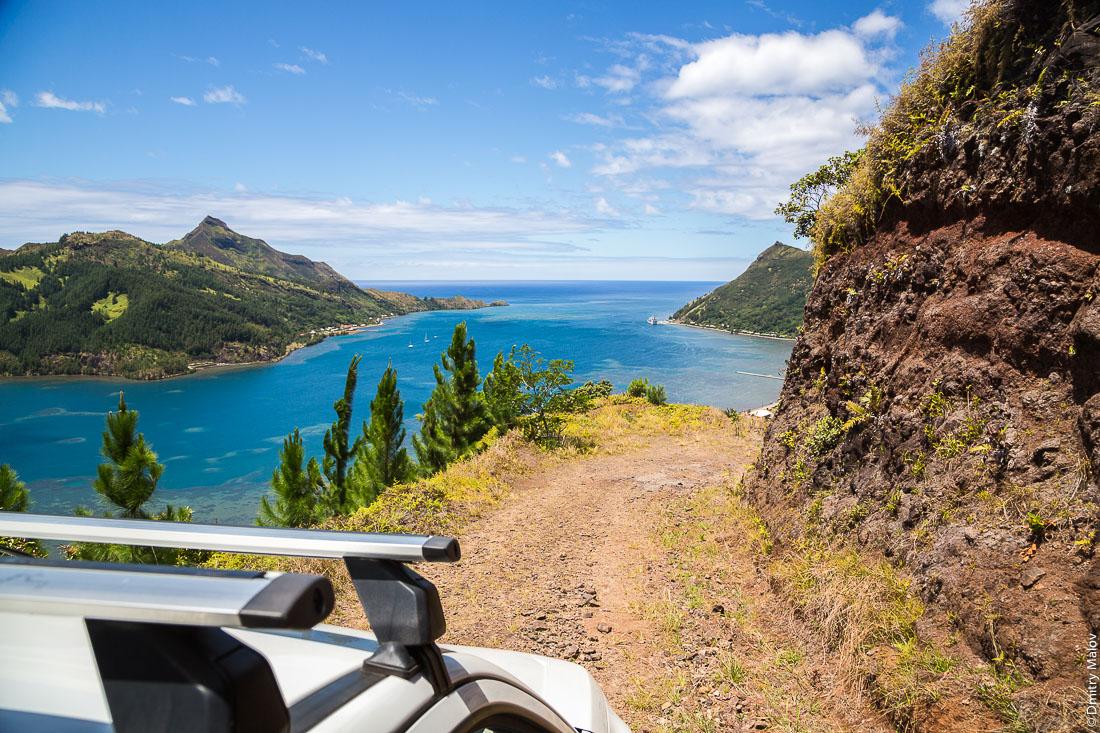 Грунтовка до полинезийского форта Моронго Ута, остров Рапа-Ити, острова Басс, Французская Полинезия. Dirt road to Morongo Uta, Rapa-Iti, The Bass Islands, French Polynesia.
