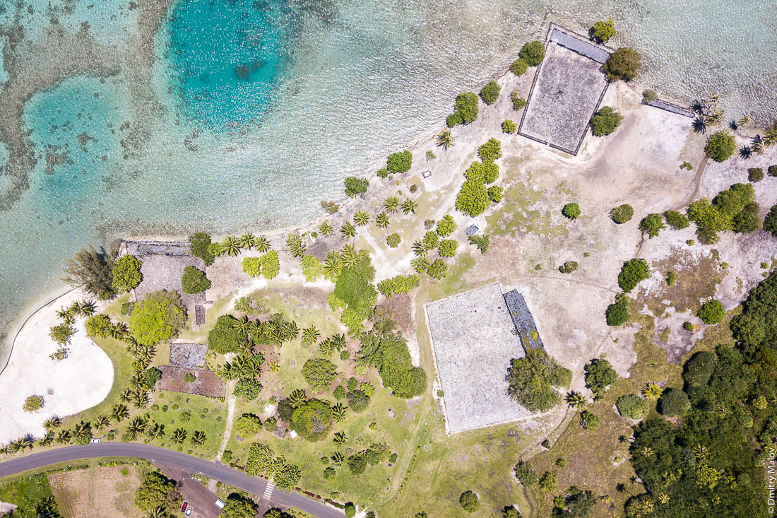 Мараэ Тапутапуатеа, фото с дрона, аэрофотосъемка. Раиатеа, Подветренные острова архипелага Общества, Французская Полинезия. Ra'iātea, Raiatea, Leeward Islands, French Polynesia. Taputapuatea marae, aerial drone foto.
