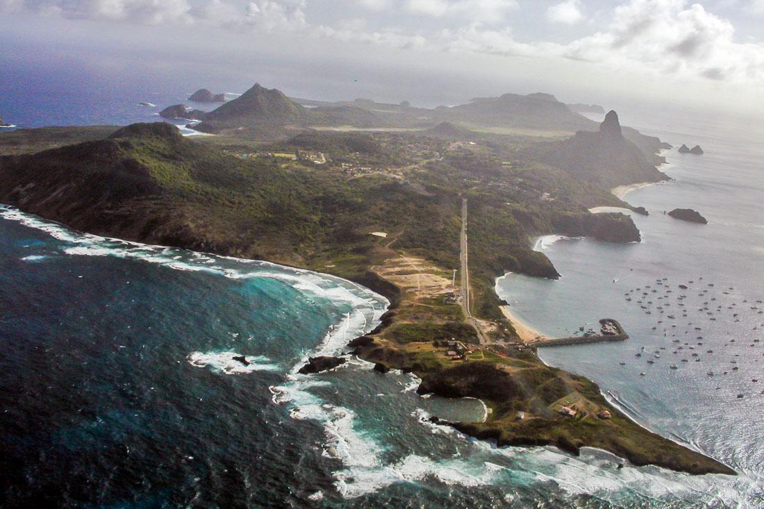 Остров Фернанду-ди-Норонья, Бразилия, арофотосъемка, фото с самолёта. Island Fernando de Noronha, Brazil. Aerial photo.