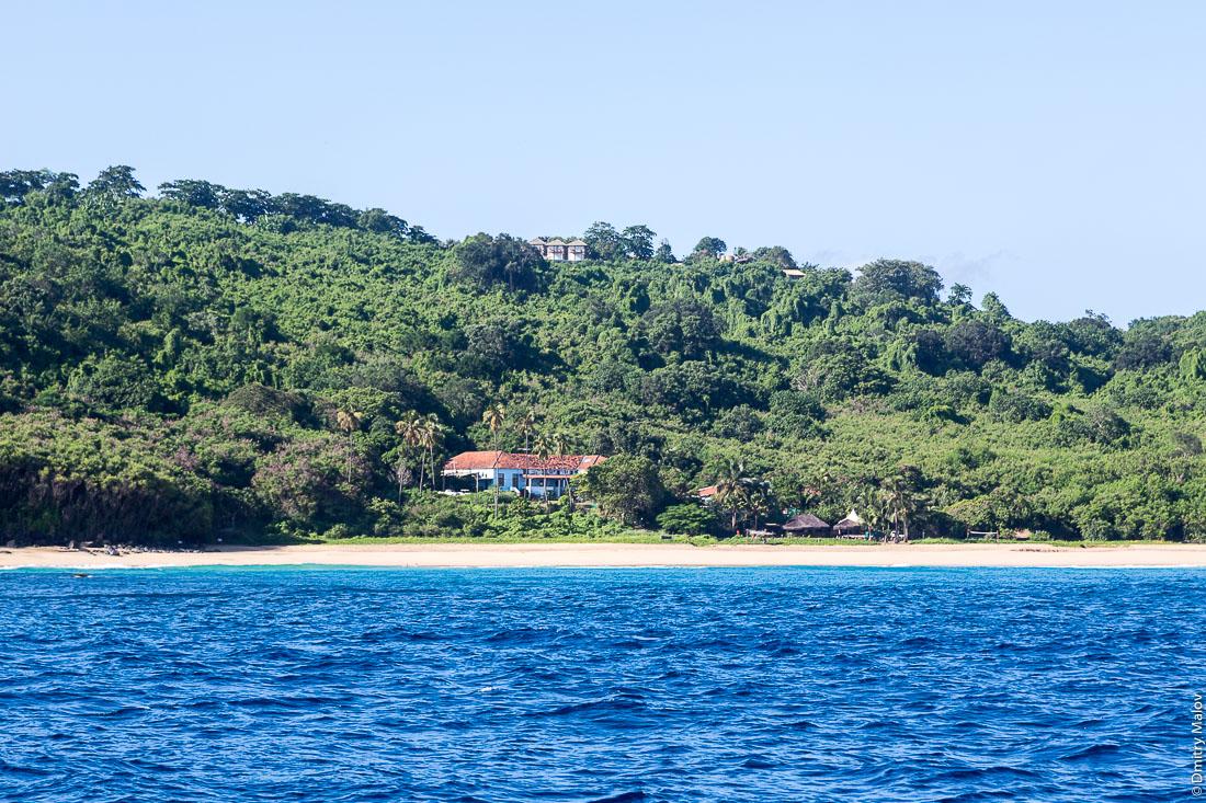 Пляж на острове Фернанду-ди-Норонья, Бразилия. Beach at Island Fernando de Noronha, Brazil