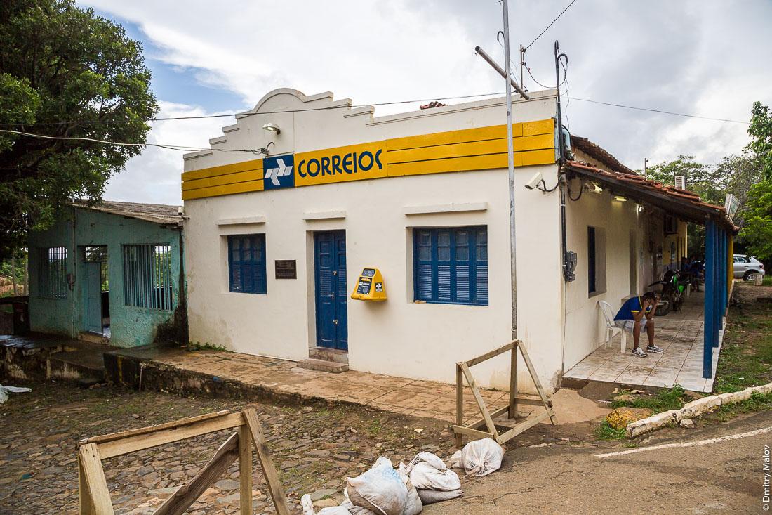 Почта в городе Вила-дус-Ремедиус, остров Фернанду-ди-Норонья, Бразилия. Post office of Vila dos Remédios, Island Fernando de Noronha, Brazil. Correios