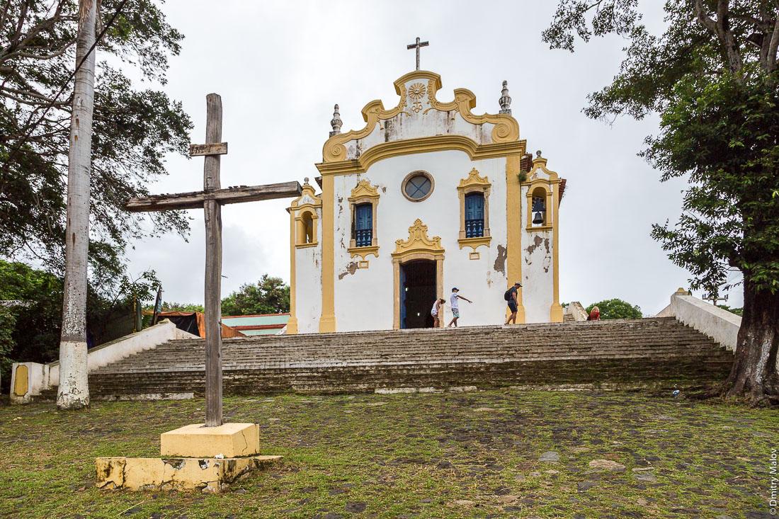 Церковь в Вила-дус-Ремедиус, остров Фернанду-ди-Норонья, Бразилия. Church of Nossa Senhora dos Remédios, Vila dos Remédios, Island Fernando de Noronha, Brazil