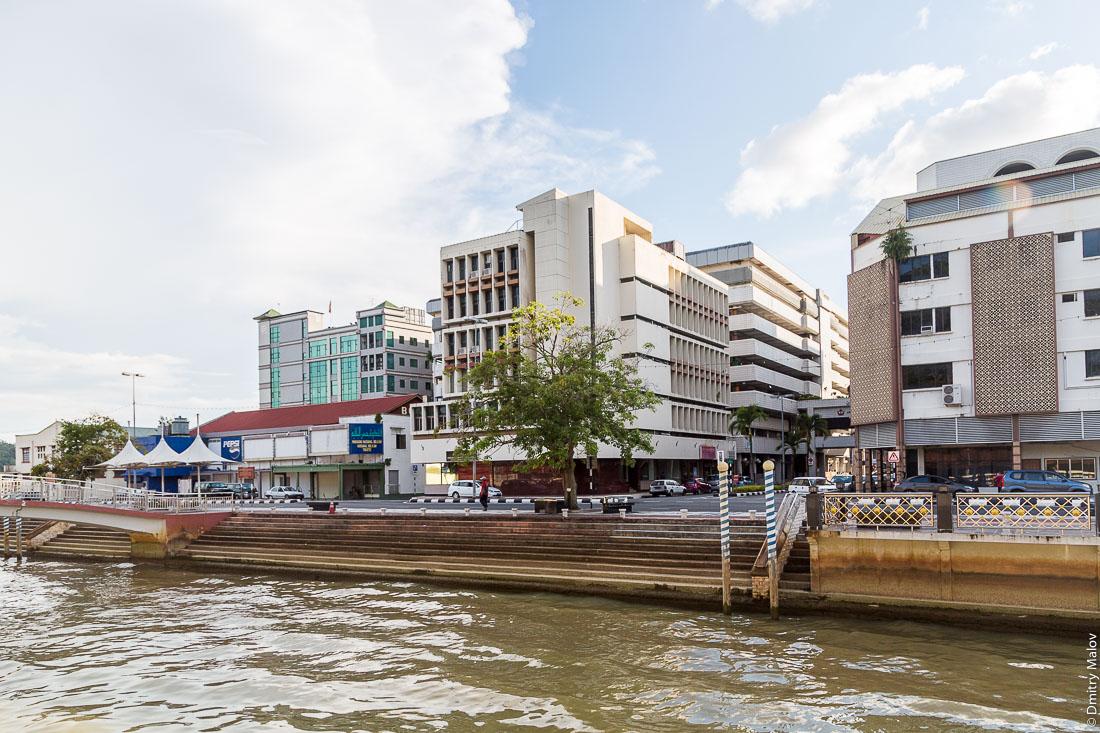Набережная реки. Бандар-Сери-Бегаван, Бруней-Даруссалам. Sungai Kianggeh. Bandar Seri Begawan, Brunei Darussalam