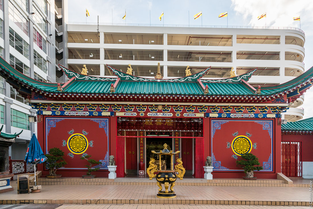 Китайский храм, Бандар-Сери-Бегаван, Бруней-Даруссалам. Teng Yun Chinese Temple, Bandar Seri Begawan, Brunei Darussalam