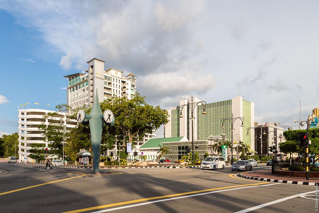 Башня с часами. Бандар-Сери-Бегаван, Бруней-Даруссалам. Clock tower. Bandar Seri Begawan, Brunei Darussalam