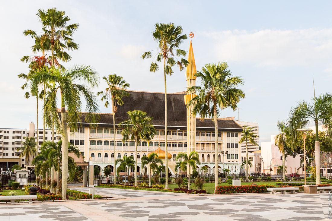 Министерство по делам религии. Бандар-Сери-Бегаван, Бруней-Даруссалам. Department of Syariah Affairs. Ministry of Religious Islamic Affairs, Bandar Seri Begawan, Brunei Darussalam, Borneo, Asia