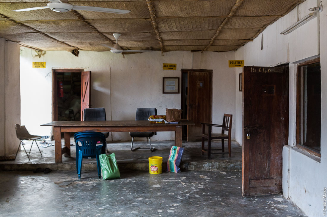 Внутри оманского форта и музея Пембы. Город Чаки-Чаки, остров Пемба, Занзибар, Танзания. Inside Omani-era fort and the Pemba museum, Chake-Chake town, Pemba island, Zanzibar, Tanzania