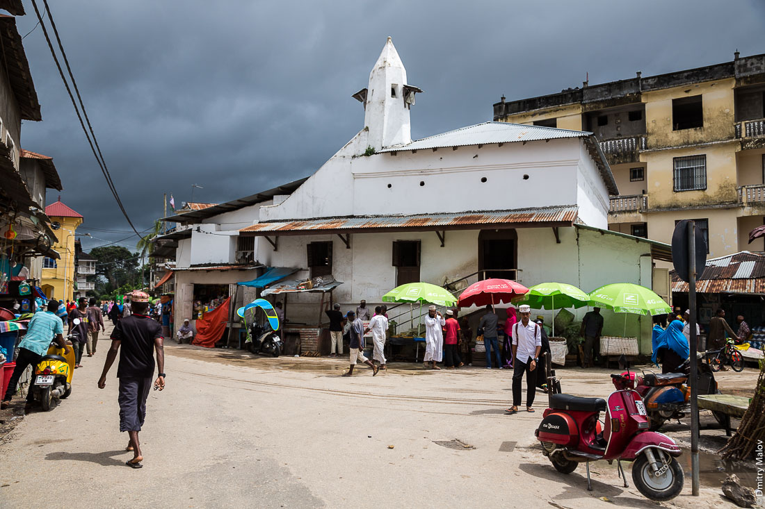 Старая мечеть, город Чаки-Чаки, остров Пемба, Занзибар, Танзания. Old mosque, Chake-Chake town, Pemba island, Zanzibar, Tanzania.