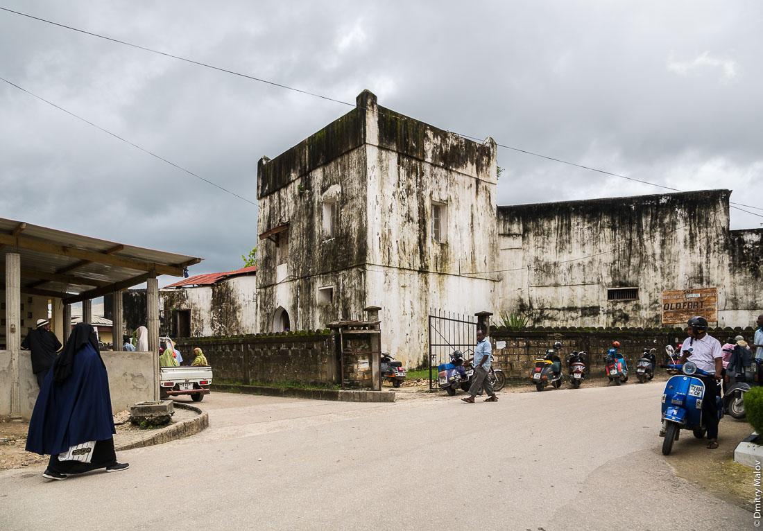 Оманский форт, город Чаки-Чаки, остров Пемба, Занзибар, Танзания. Omani-era fort, Chake-Chake town, Pemba island, Zanzibar, Tanzania