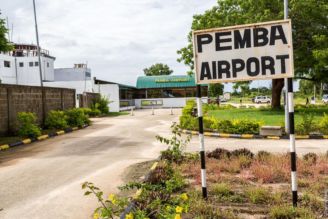 Аэропорт Пембы (PMA), остров Пемба, Занзибар, Танзания. Pemba Airport (PMA), Pemba island, Zanzibar, Tanzania
