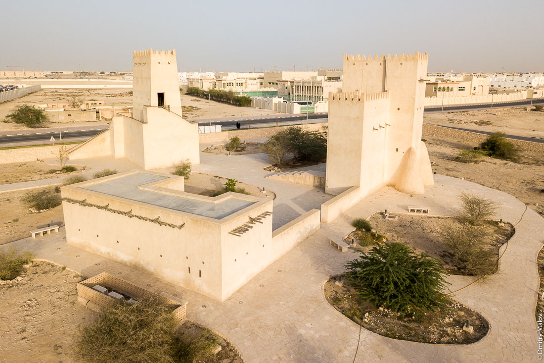 Barzan Towers aerial drone photo, Umm Salal Mohammed Fort Towers, Qatari Watchtowers, near Doha, Qatar. Сторожевые башни Барзан, около Дохи, Катар