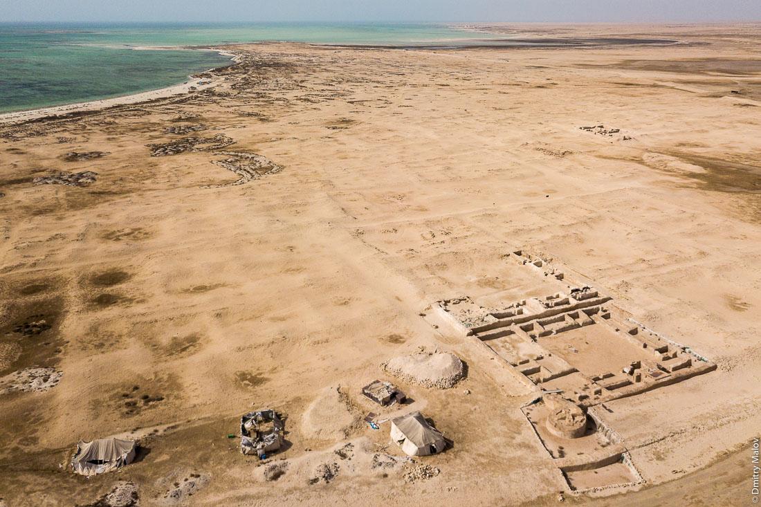 Al Zubarah ruined city aerial view, Al Shamal, Qatar. Зубарах, руины города, аэрофотосъёмка, Эш-Шамаль, Катар