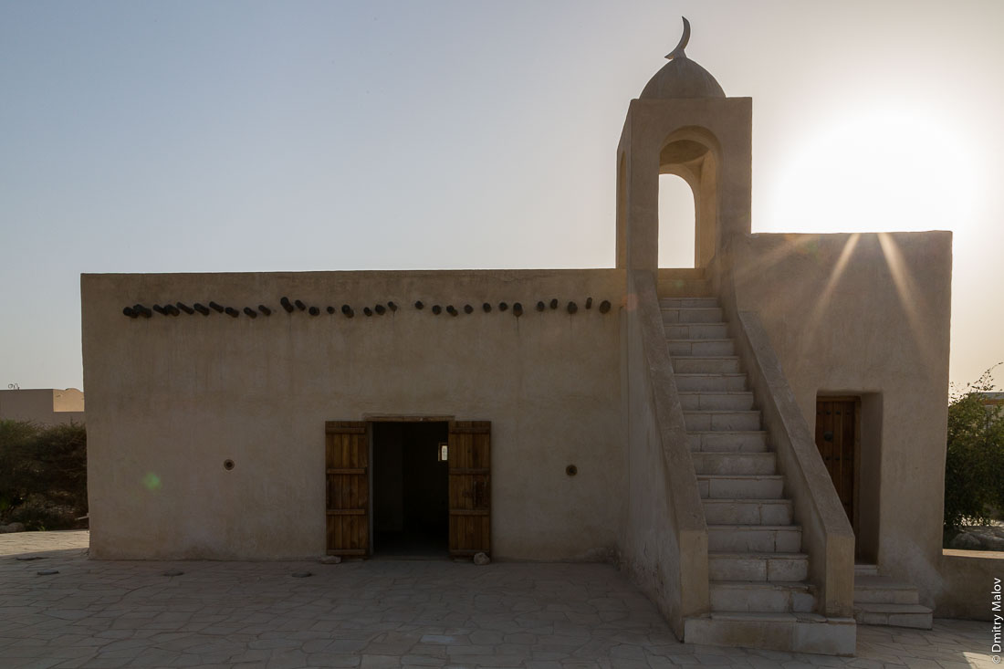 Mosque at Barzan Towersm (Umm Salal Mohammed Fort Towers) site, near Doha, Qatar. Мечеть форте Умм-Салал-Мохаммед (башни Барзан), около Дохи, Катар