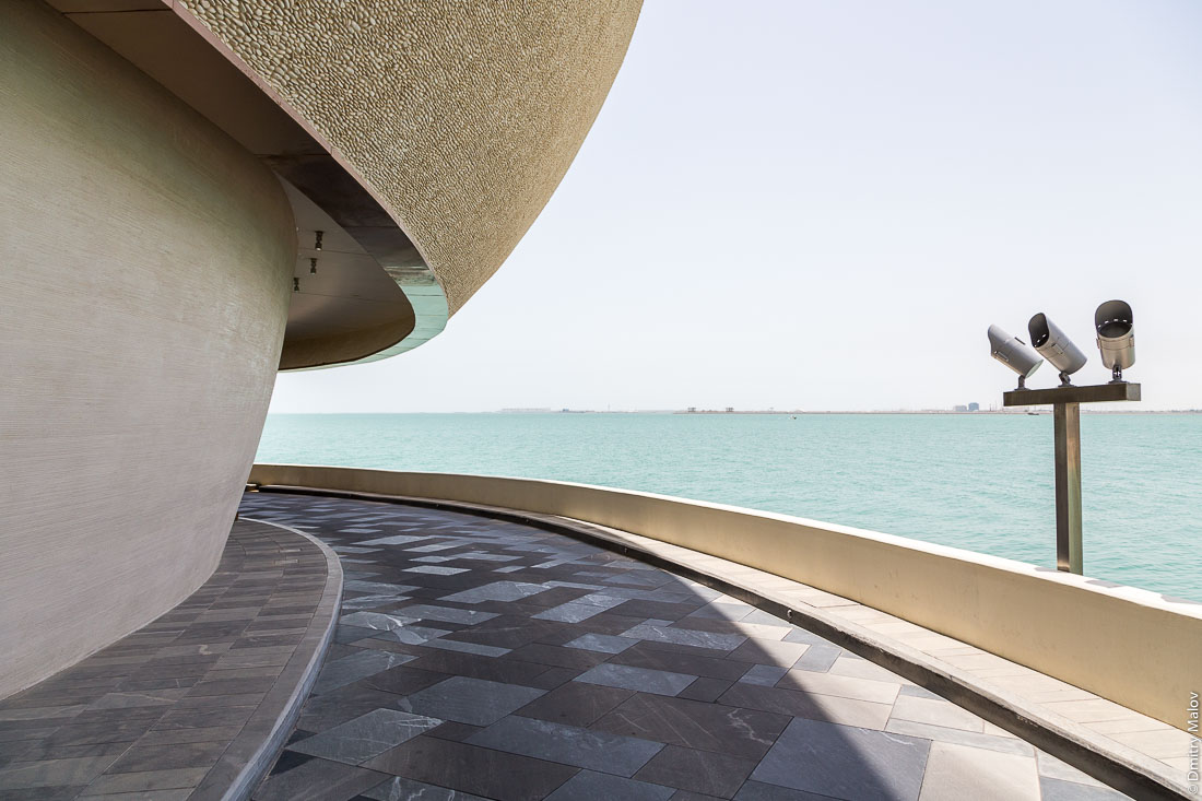 Nobu Japanese Restaurant, Four Seasons hotel,  Doha, Qatar. Японский ресторан Нобу, Доха, Катар. Современное здание, архитектура, море.