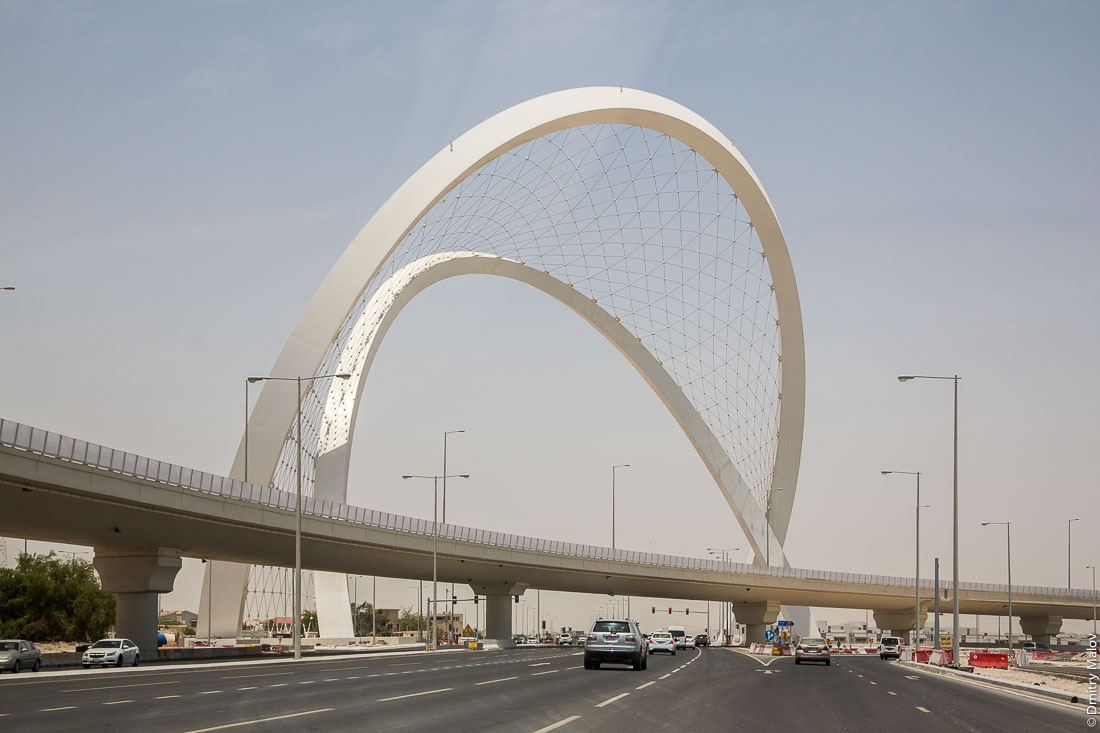 Lusail Expressway arches of Interchange 5/6 Onaiza near Doha, Qatar. Развязка в Катаре рядом с Дохой.