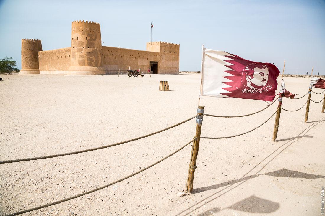 Zubarah Fort, Qatar. Tamim Al Majd flag. Форт Зубара, Катар.