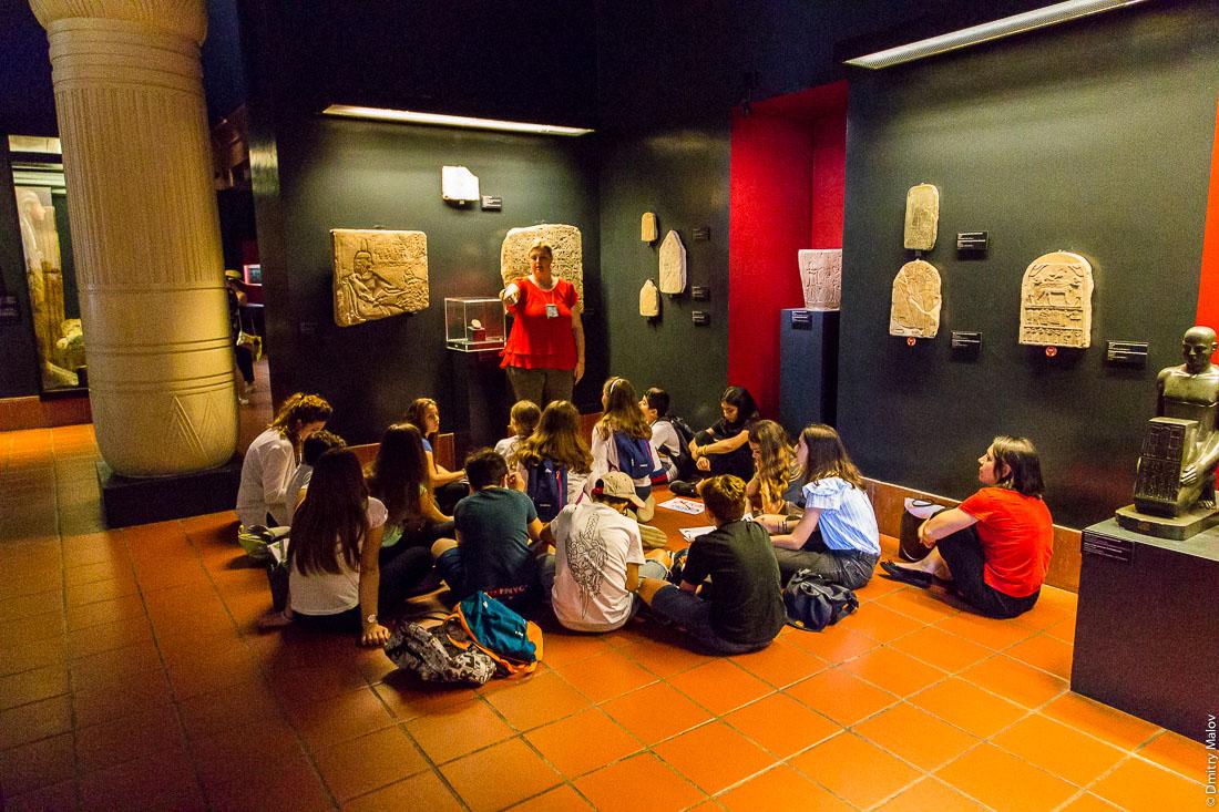 Школьники в музее на занятиях, Григорианский Египетский музей, Ватикан. School children at Vatican Museum - Egypt Collection