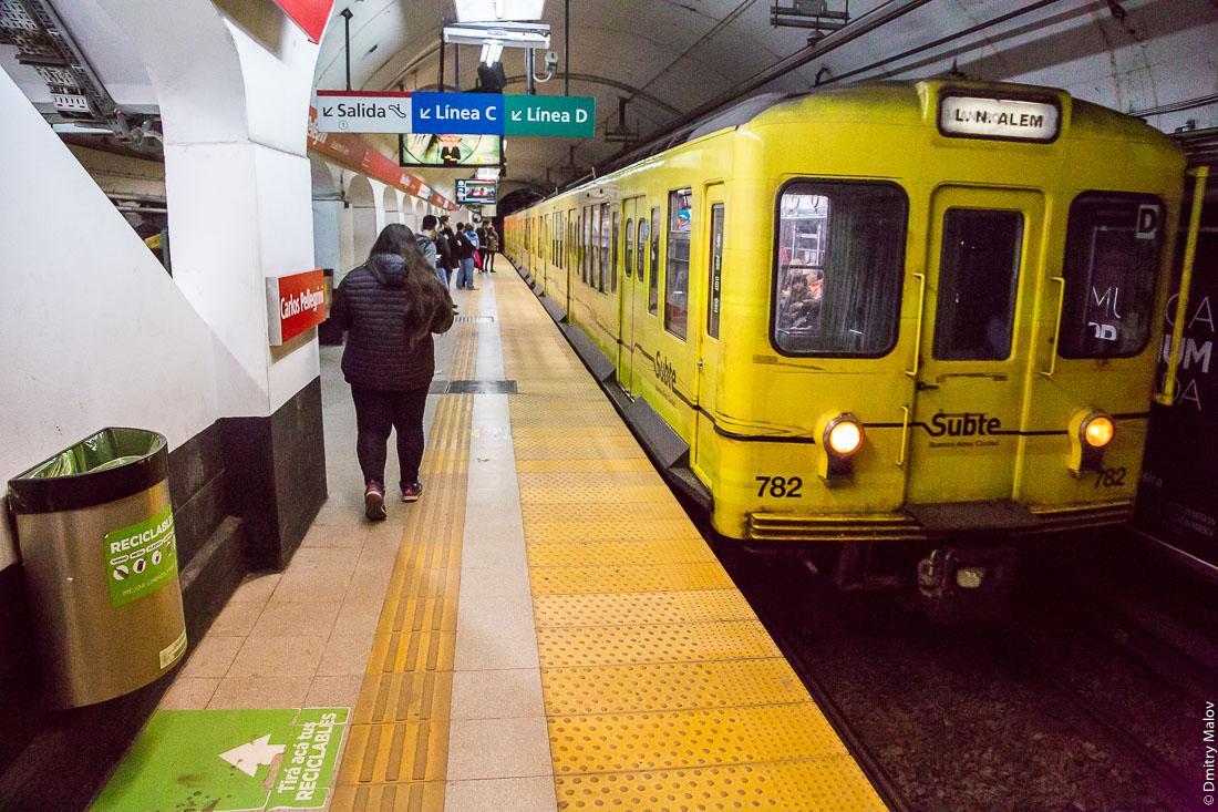 Subte. Eidan 500 series train #782 arriving bound to L.N.Alem to Carlos Pellegrini station, Line B, Buenos Aires, Argentina. Прибывающий поезд, Станция Карлос Пеллегрини, линия Б, Буэнос-Айрес, Аргентина.