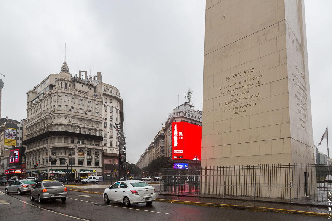 Obelisco de Buenos Aires, Plaza de la República, Argentina. Обелиск в Буэнос-Айресе, Площади Республики, Буэнос-Айрес, Аргентина