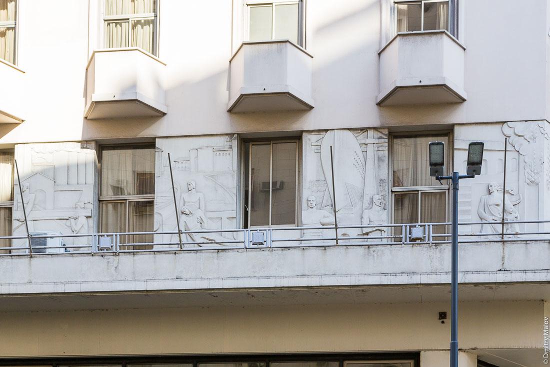 Барельеф. Авенида Роке Саэнс Пенья (Диагональ Норте), центр Буэнос-Айреса, Аргентина. Bas-relief. Avenida Roque Sáenz Peña (Diagonal Norte), downtown Buenos Aires, Argentina