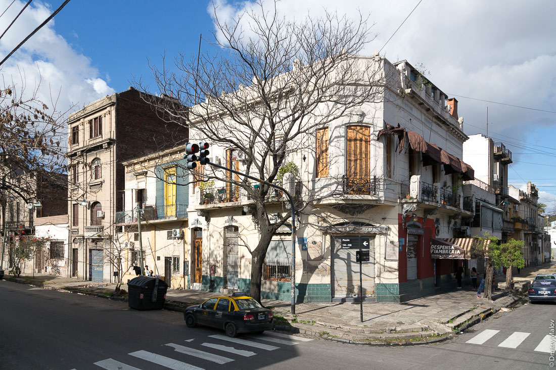 Улицы района Ла-Бока, Буэнос-Айрес, Аргентина. Streets of La Boca, Buenos Aires, Argentina.