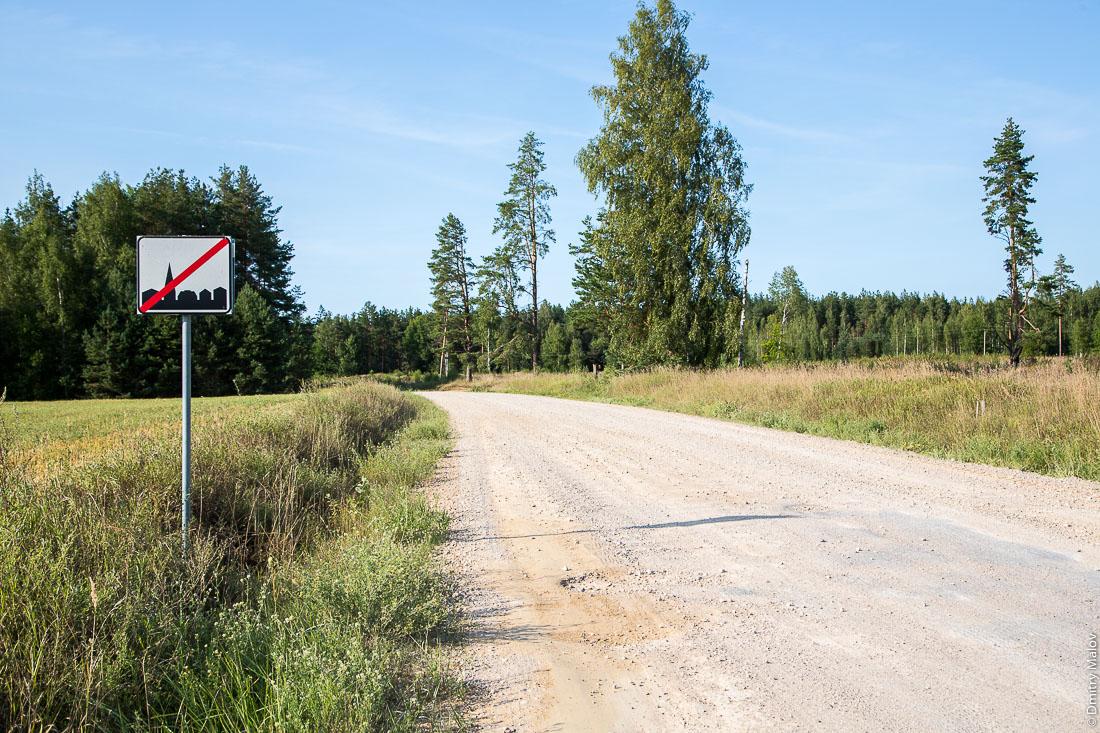 Sesniki, end of village sign, Eesti/Estonia. Деревня Сесники, знак конец населённого пункта, Эстония.