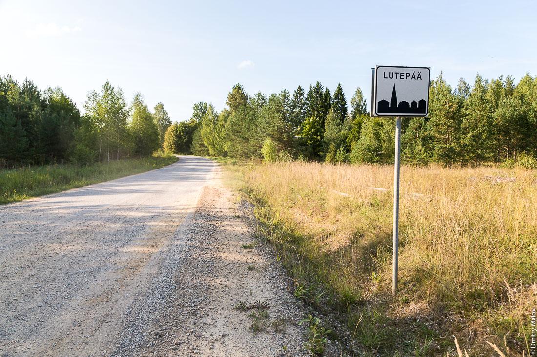 Саатсеский сапог, въезд в Эстонию из России через границу в сторону деревни Лутепяя. Эстонский пограничный столб. Эстонская граница. Saatse Boot border exit from Russia to Estonia near Lutepää.