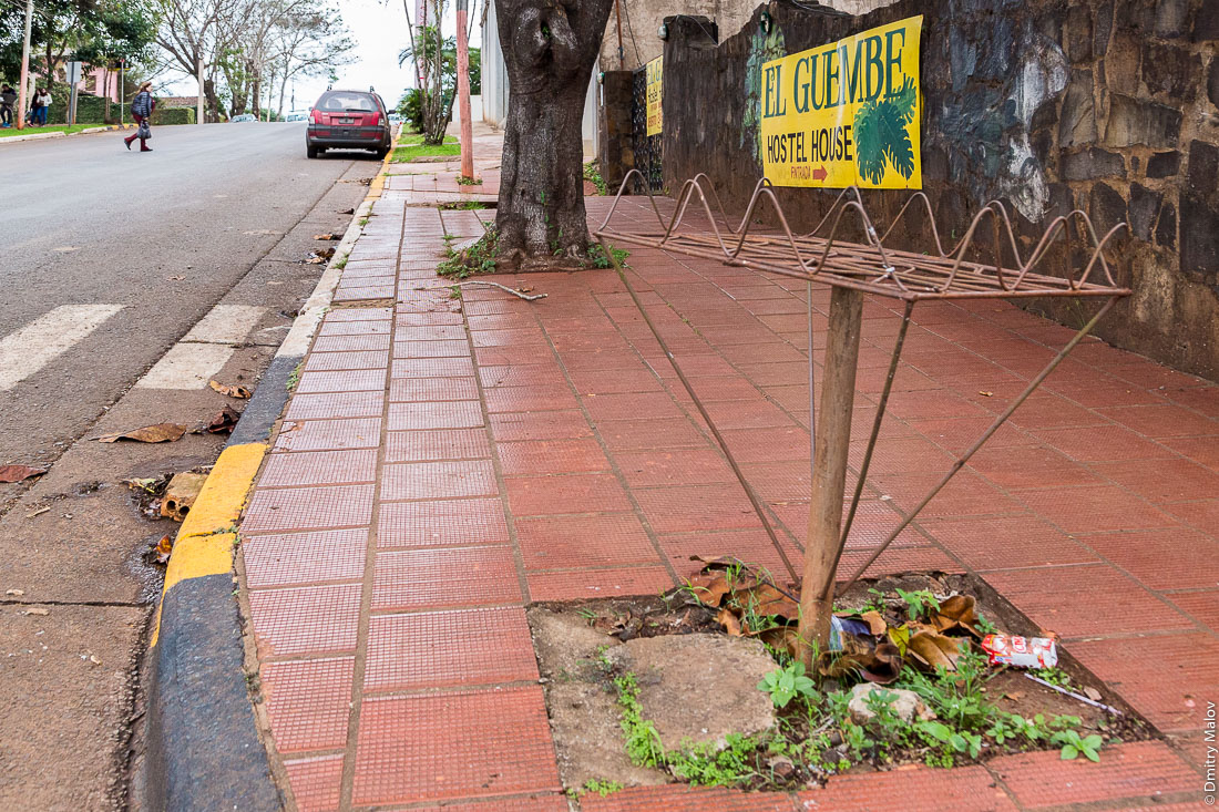 Уличная мусорка, Пуэрто-Игуасу, Аргентина. Street trash bin, Puerto Iguazú, Argentina