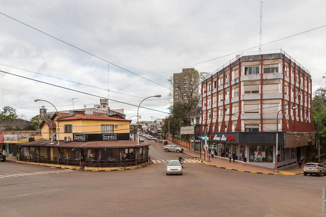 Центр города Пуэрто-Игуасу, Аргентина. Puerto Iguazú city centre, Argentina
