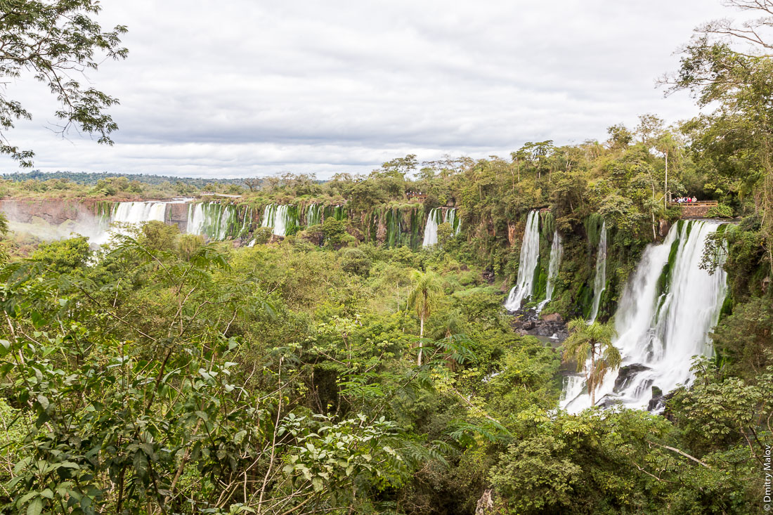 Views of Iguazu waterfalls from Upper trail. Argentina. Верхняя тропа, вид на водпады Игуасу, Аргентина.