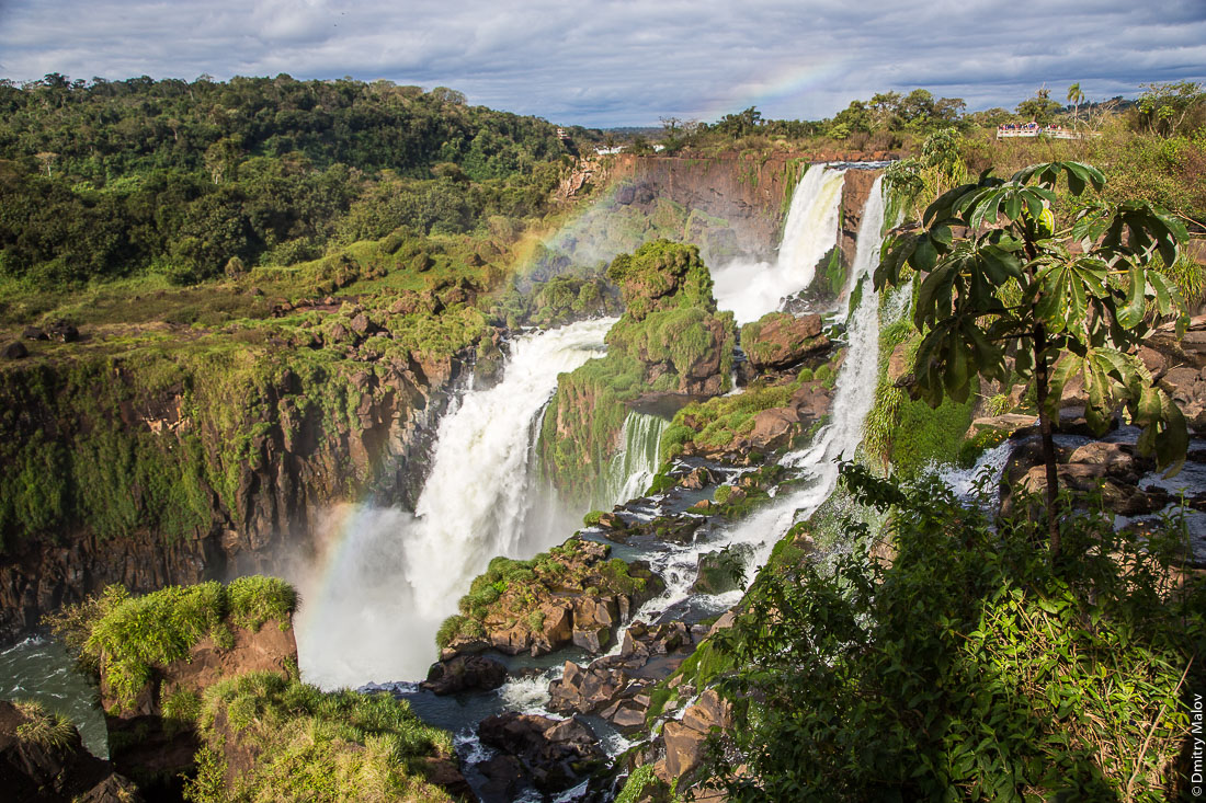 Upper trail, Iguazu waterfalls, Argentina. Верхняя тропа, водпады Игуасу, Аргентина.