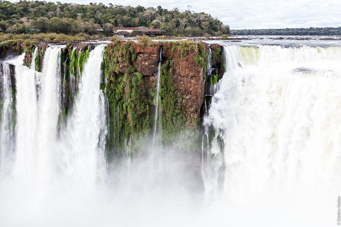 Водопад Глотка дьявола, водопад Игуасу, Бразилия, Аргентина. Garganta del Diablo. Devil's Throat, Iguazu Falls, Brazil, Argentina.