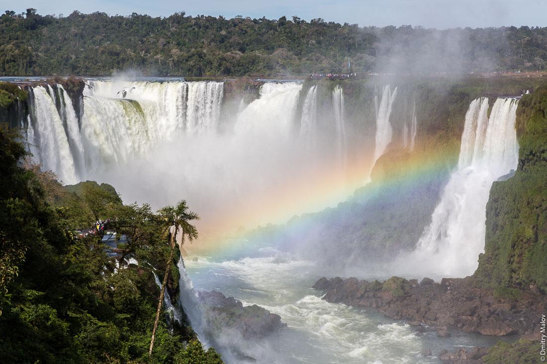 Водопад Глотка дьявола, вид с бразильской стороны, водопад Игуасу, Бразилия, Аргентина. A view from Brazil of Garganta del Diablo. Devil's Throat, Iguazu Falls, Brazil, Argentina.