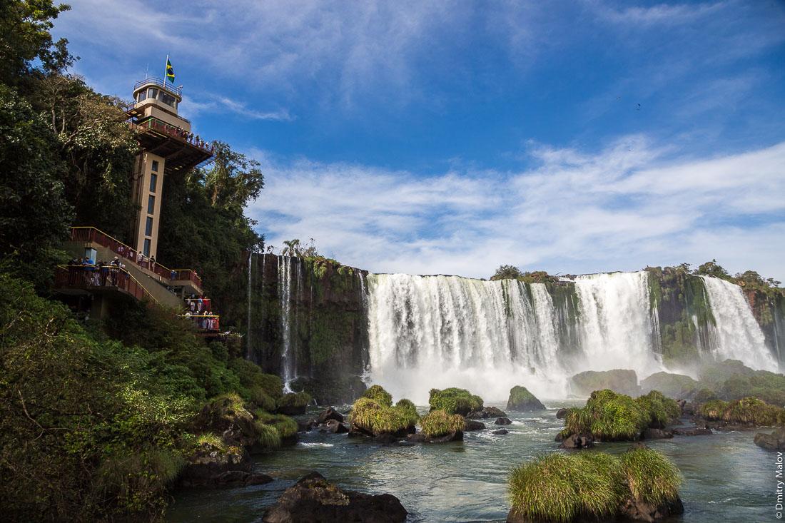 Водопад Игуасу, смотровая башня, бразильская сторона. Iguazu Falls, watch tower, Brazilian side.