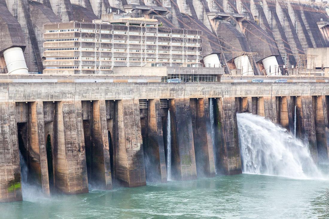 ГЭС Итайпу, Фос-ду-Игуасу, Бразилия, Парагвай. Itaipu Dam, Foz do Iguaçu, Brazil, Paraguay