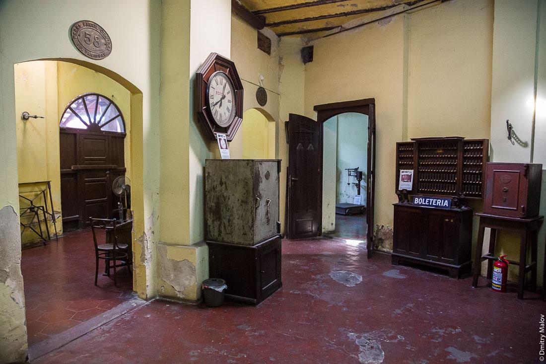 Внутри Музея железной дороги Карлоса Антонио Лопеса на бывшем Центральном вокзале. Inside museum of the Central Station of the Carlos Antonio López Railroad, Asuncion city, Paraguay.