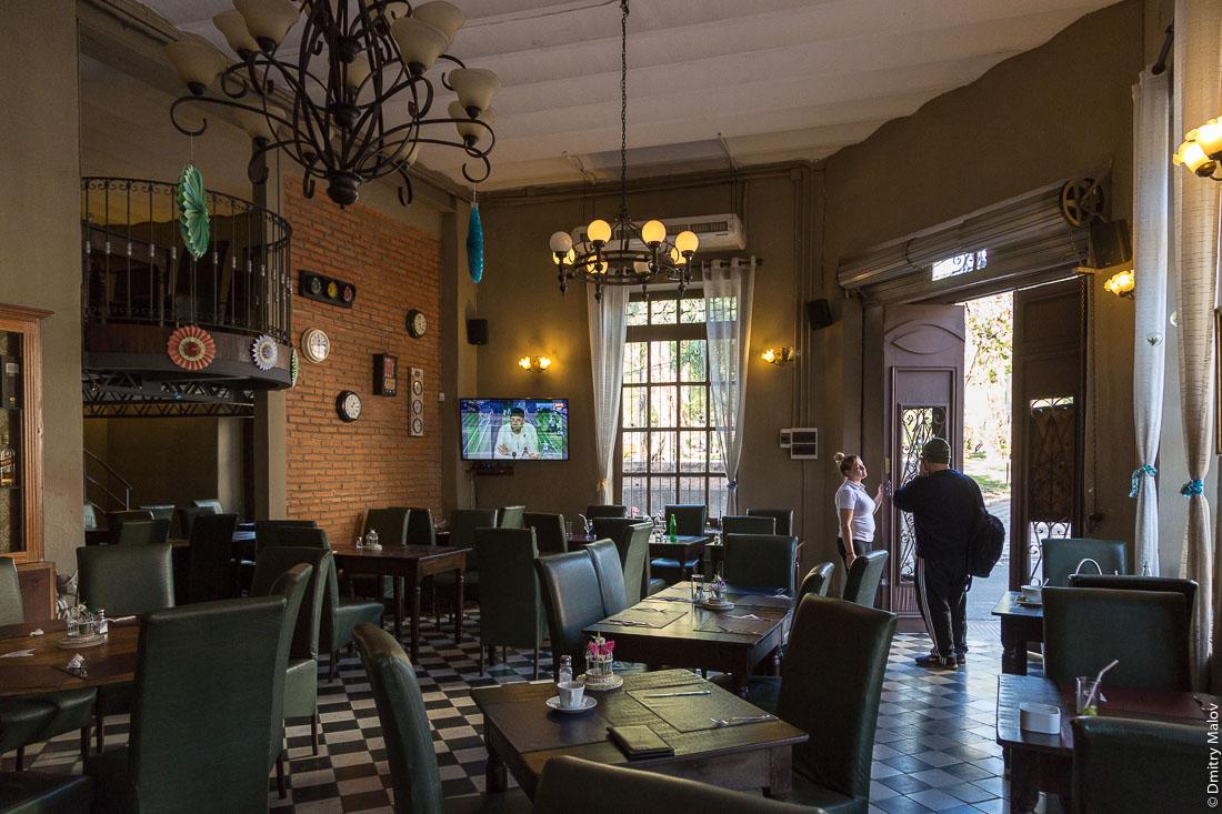 Модное кафе, Асунсьон, Парагвай. El Migrante, a trandy cafe, Asuncion, Paraguay