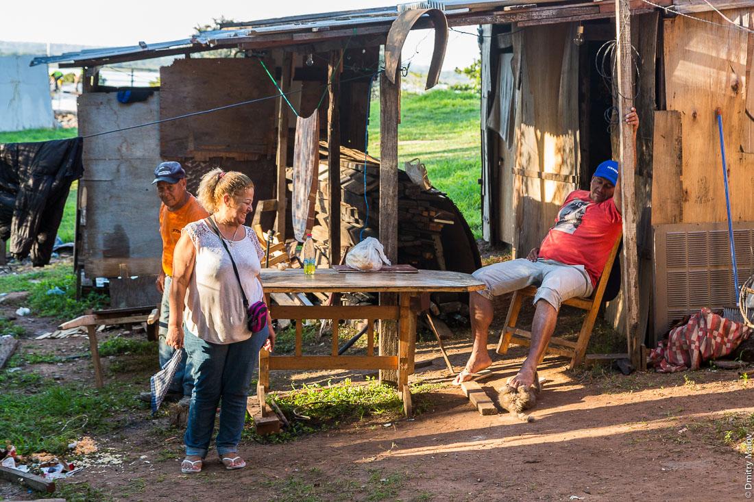 Slums near by Congress of Paraguay (Congreso Nacional de la República del Paraguay), Asuncion. Трущобы у Национального конгресса, Асунсьон, Парагвай.